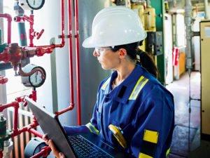 girl-petroleum-engineer